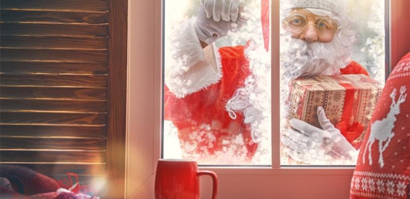 Поздравление с Новым Годом. Дед Мороз в окно