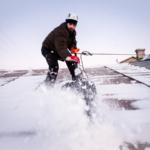 ГК Клининг Премиум. Уборка снега с крыш. Чистка кровли от снега