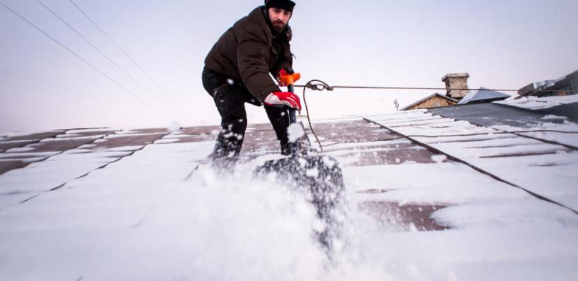 Уборка снега с крыши летом со скидкой в 20%